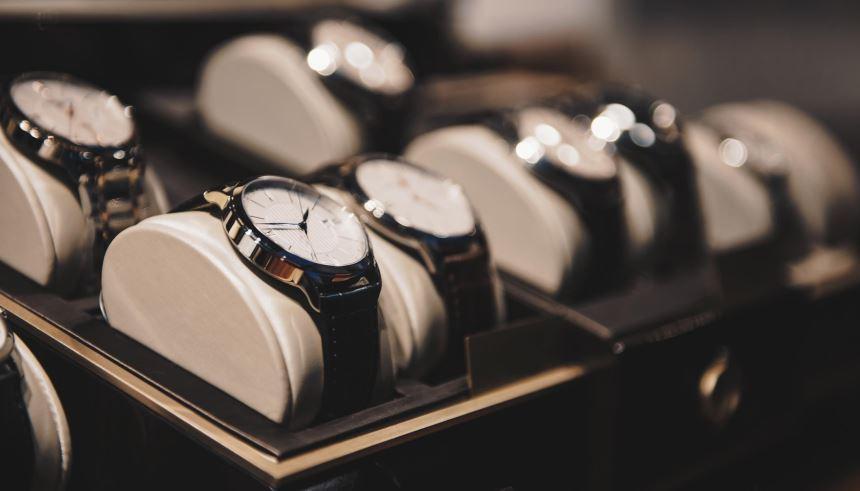 O ideal é guardar seus relógios em um estojo livre de poeira e longe do  alcance de crianças 1d687192f7