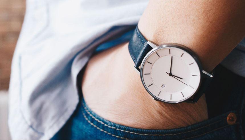 debfc2fe503 Relógio minimalista masculino  25 modelos estilosos para se inspirar ...