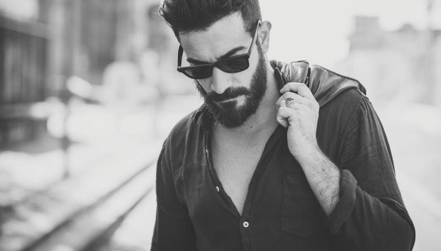86362c56b22b7 Temos o óculos de sol ideal para homens com barba. Confira! - Cool ...