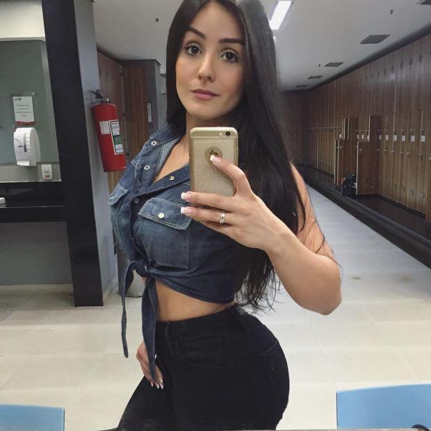 Carolline Mascaro - A Morena Estilosa