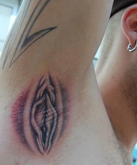 Tatuagem na axila é a nova tendência de arte no corpo
