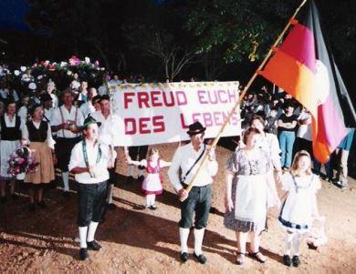 No Brasil, a tradição começou no fim dos anos 70, em Itapiranga, cidadezinha de Santa Catarina