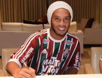 f358e68805 10 Tweets da ida de Ronaldinho para o Flu - Vibe - Esportes