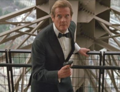 Cena do filme 007 - Na Mira dos Assassinos, a última participação de Roger Moore como James Bond