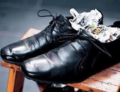 12ce4f9bf 6 dicas para lacear os sapatos novos e evitar que eles machuquem seus pés