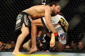 Para quem acha que vegan é coisa de fracote, lutadores de MMA como Jon Fitch (esq.) são adeptos à dieta.