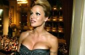 No alto de seus 44 anos de idade, Pamela Anderson prova que o tempo parece não passar.