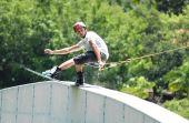 Além de esquiar, você pode ver um pessoal fazendo manobras - e quem sabe até tentar