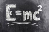 Uma das fórmulas matemáticas mais lembradas quando se fala de Albert Einstein