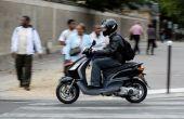 Fáceis de dirigir, econômicas e baratas. Nos grandes centros, as scooters são eficientes. Fato.