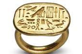 Anel da 26ª dinastia: peça que representa símbolo de status faz parte do acervo do Museu Egípcio de Barcelona