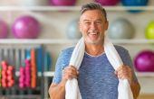Homens acima dos 30 anos precisam se manter atentos a pequenos sinais que indicam a baixa produção desse hormônio