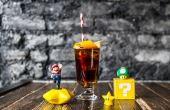 As bebidas são servidas por bartenders vestidos de Mario e Luigi