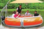 Pode dizer que no auge das suas bebedeiras já sonhou com um barco assim?