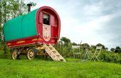 Você pode se hospedar nessa carruagem na Inglaterra, por exemplo, por apenas R$ 299 a diária