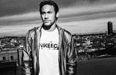 Em 2011 Neymar assinou um contrato de 11 anos com a nike e recebe cerca de 1 milhão de dólares por ano