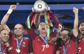 Após lágrimas de dor, Cristiano Ronaldo chora de alegria ao conquistar o título da Eurocopa