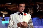 """Sean Connery, o primeiro ator a dar vida ao espião no cinema, foi também o primeiro a dizer a célebre frase """"Bond. James Bond"""""""