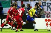 Em uma histórica jogada, Denílson deixou os jogadores da Turquia dançando em sua frente, só conseguiram detê-lo quando cometeram falta