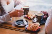 Em Paris, por exemplo, tomar um delicioso café quentinho e um croissant é o melhor jeito de começar o dia