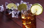 Aprenda a fazer o long island iced tea, que leva coca-cola, limão, vodka, triple sec, gin, rum e, claro, tequila