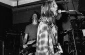 Cobain inspirou uma geração: o que antes era revolução hoje é moda.