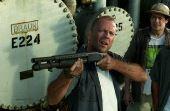 """O mesmo aconteceu com Bruce Willis que, em """"Armageddon"""", pegou uma arma para espantar o genro"""