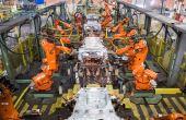 O trabalho dos robôs na fábrica da Ford: soldagem na carroceria do New Fiesta