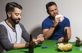 Não é nada difícil organizar um jogo de poker completo em casa para os amigos com muita diversão
