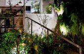 Em uma das quadras mais privilegiadas pela tranquilidade da região, você irá encontrar o que procura: a charmosa casa dos anos 50 que abriga o restaurante