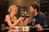 Companhia, comida, vinho, música, tudo se complementa em um belo jantar romântico