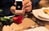 A empresa é especialista em assessorar os marmanjos que não sabem como fazer o pedido de casamento