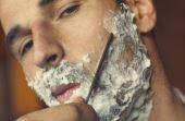 Seguindo alguns passos simples, é possível transformar o barbear em uma arte