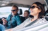 Uma dica para viagem segura: deixe o celular na mão do passageiro