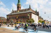 Nos últimos anos, diversas cidades vem se adaptando às necessidades dos ciclistas