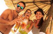 O programa de estágio oferece a chance de três pessoas viajarem pelo mundo e conhecer novos tipos de cerveja