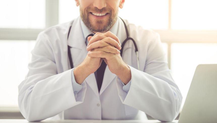 Tanto o médico quanto o nutricionista estão aptos a classificar seu quadro de nutrição (desde magreza a obesidade)