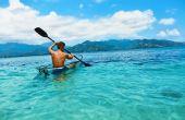 Andar de caiaque em mares mais tranquilos pode ser um programa e tanto, além de exercitar muito os braços