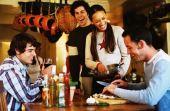 Comer, beber, ganhar dinheiro e conhecer pessoas - o Dinneer é uma boa sacada