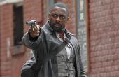 Em 2017, o livro A Torre Negra ganha sua primeira adaptação no cinema e traz o ator Idris Elba como O Pistoleiro