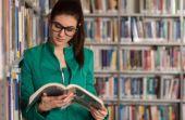 Homens tendem a achar menos atraentes as mulheres mais inteligentes que eles