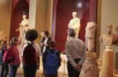 Visitar um museu costuma ser uma ótima oportunidade para apreciar obras de arte e aprender mais sobre assuntos variados