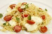 Miojo caprese: rápido e fácil de preparar, esse prato é muito saboroso e ideal para quem não quer lavar muita louça