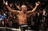 Anderson Silva é o primeiro brasileiro a aparecer na lista. Ele foi campeão do UFC por quase 7 anos