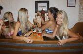 No Bernard Beer Spa, na República Tcheca, a cerveja faz parte do banho e também do acompanhamento do serviço