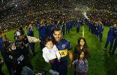 Mais de 50 mil pessoas foram ao estádio do Boca Juniors em uma segunda-feira à noite para receber de volta o ídolo