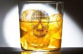 Risco à saúde: O álcool metílico advindo de um processo de destilação mal feita pode causar sérias até cegueira permanente
