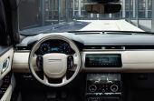 O interior do novo Range Rover Velar é muito bonito e tecnológico