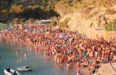 Ibiza, com suas belas praias e baladas, é um dos lugares mais procurados por jovens do mundo inteiro