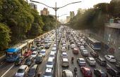 Em São Paulo, cada pessoa perde, em média, 2 horas e 15 minutos diariamente no trânsito caótico